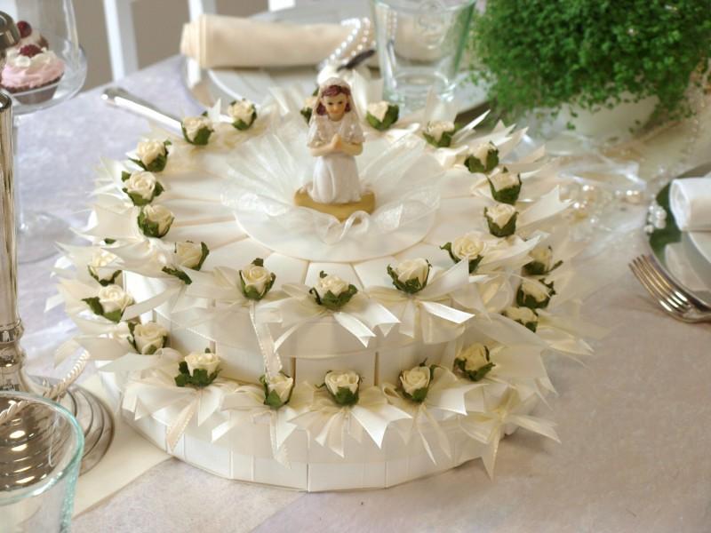 Torte zur kommunion f r m dchen pictures to pin on pinterest for Deko fa r kommunion
